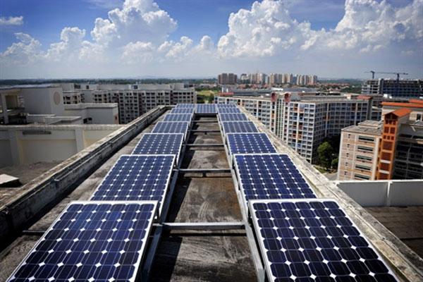 A Cingapura, un pannello solare fotovoltaico istallato sopra un tetto