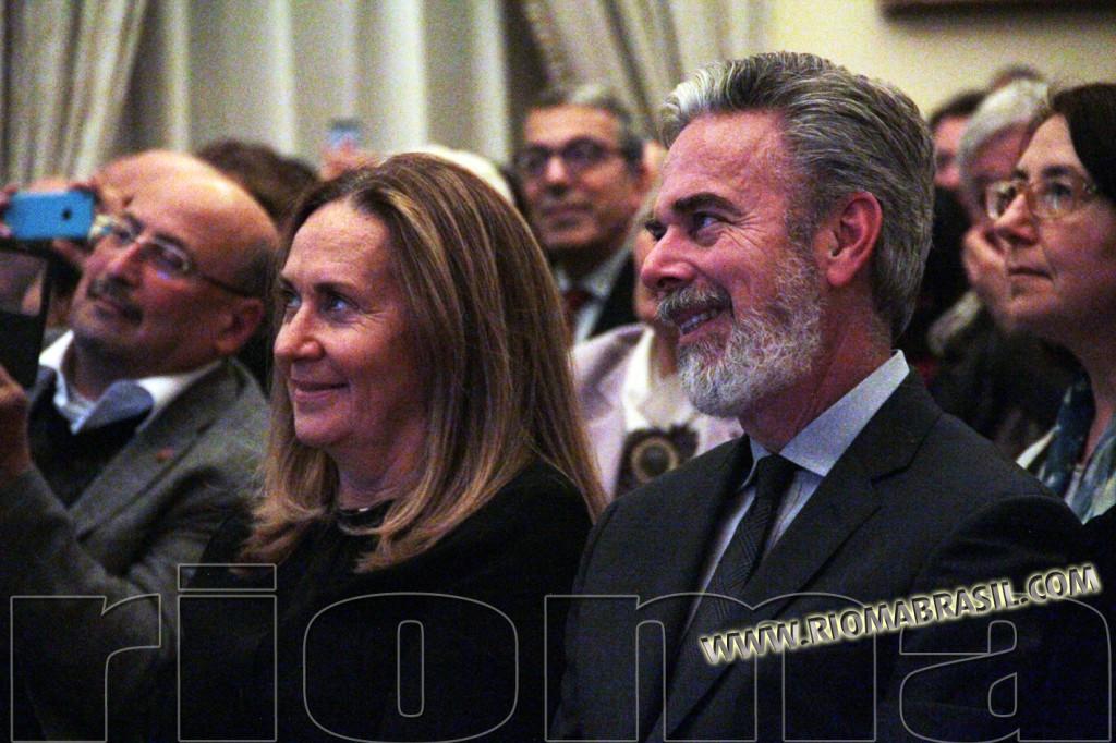 Il nuovo Ambasciatore verdeoro Antonio Patriota con la moglie ascoltan Thaís Gulin dalla prima fila